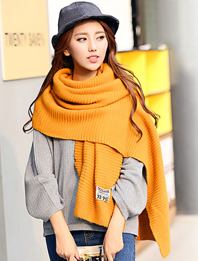Solid color ribbed-knit yellow scarf