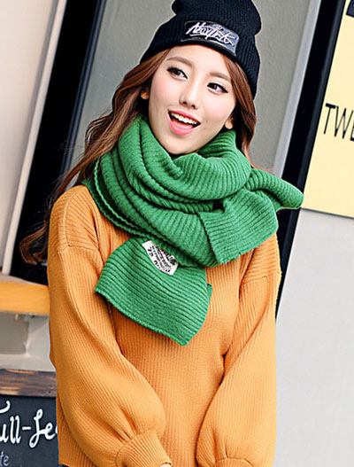 Solid color ribbed-knit green scarf