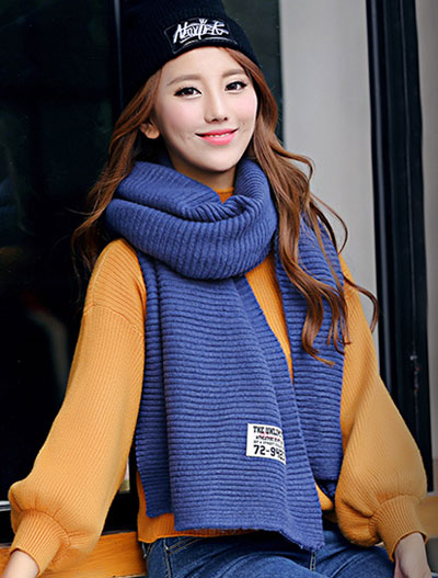 Solid color ribbed-knit blue scarf